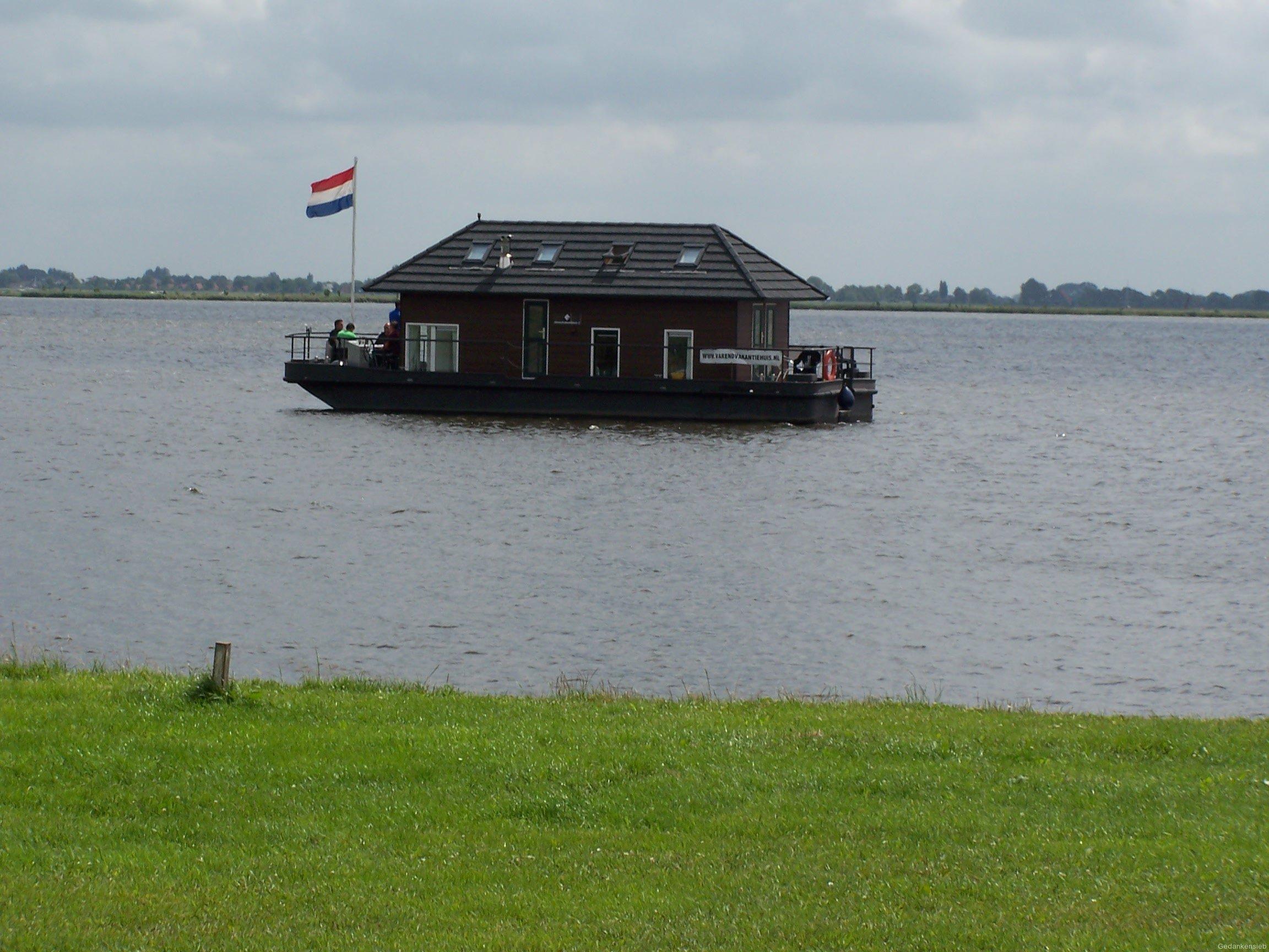 Hausboot vor Starter-Island